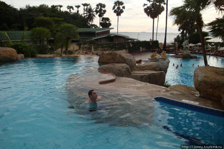 Бассейны на территории отеля.