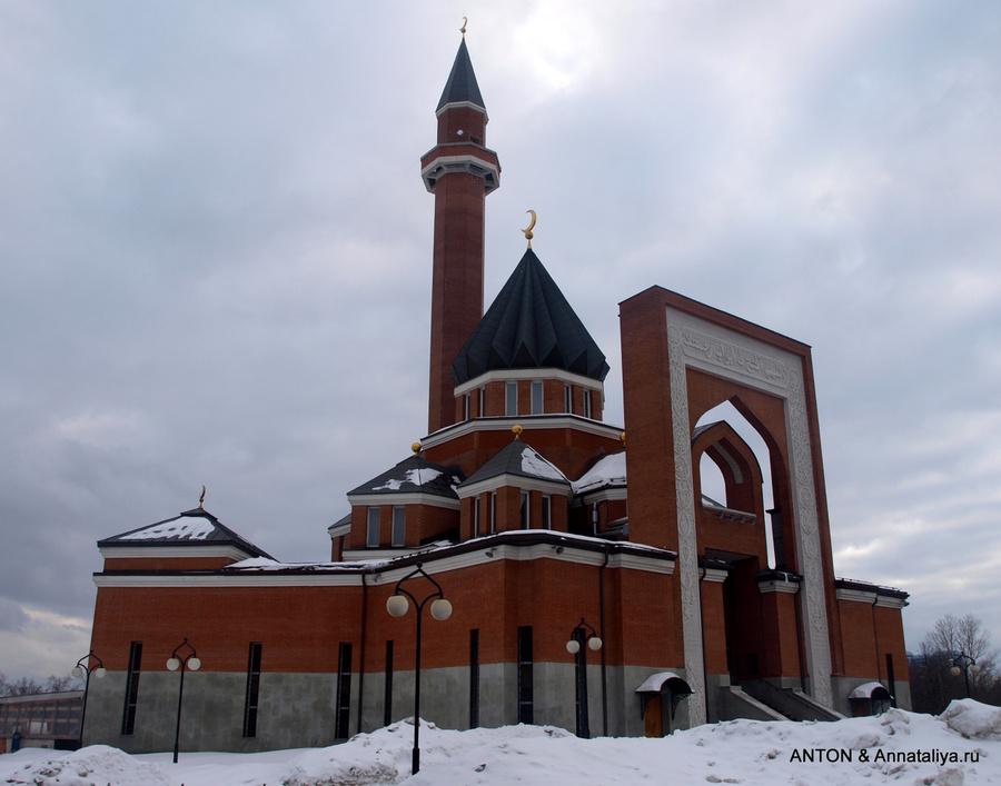 Мечеть рядом с парком Победы