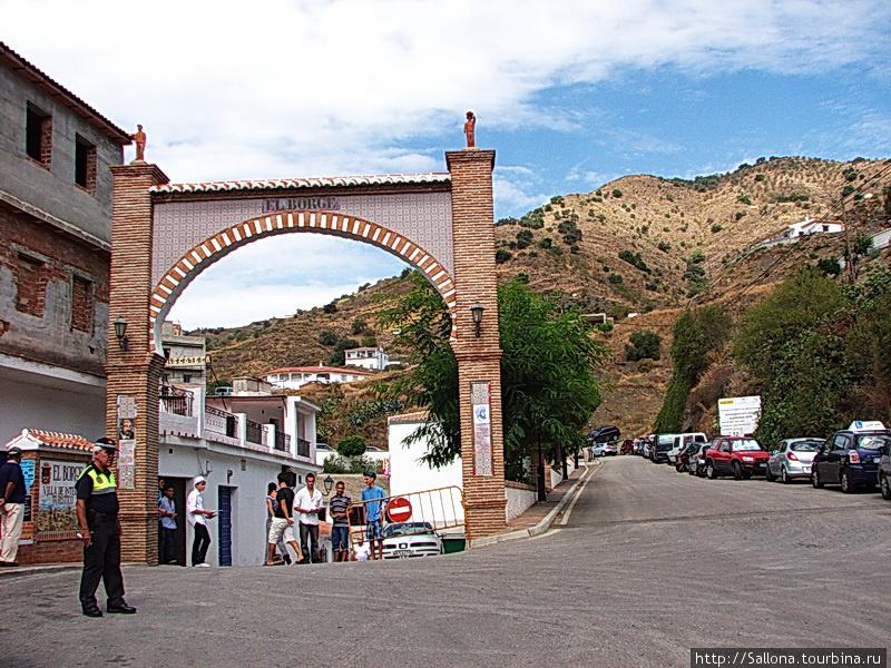 Деревня Эль Борге. Горы М