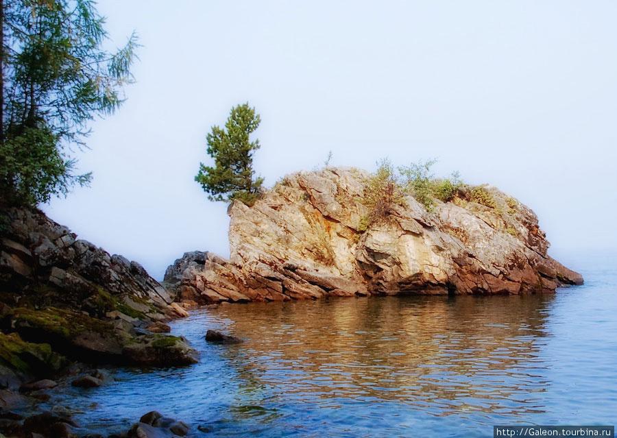 Таких камней по берегу Ба