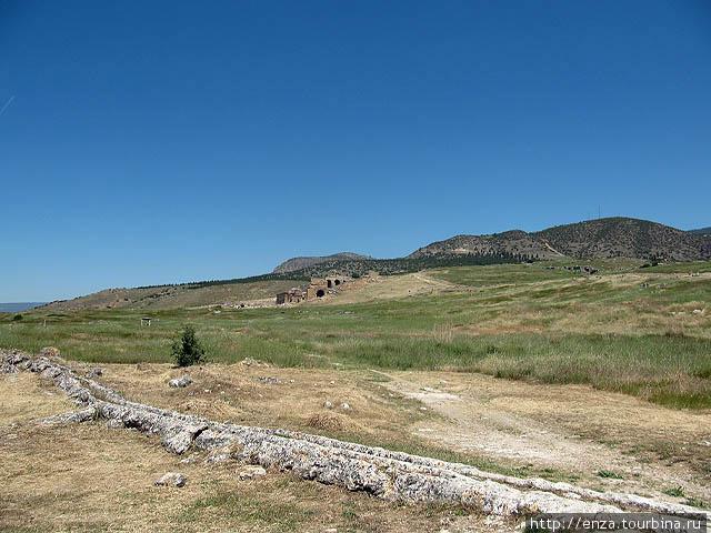 Один из акведуков антично