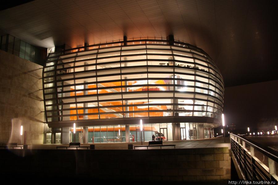 Оперный театр Копенгагена снаружи