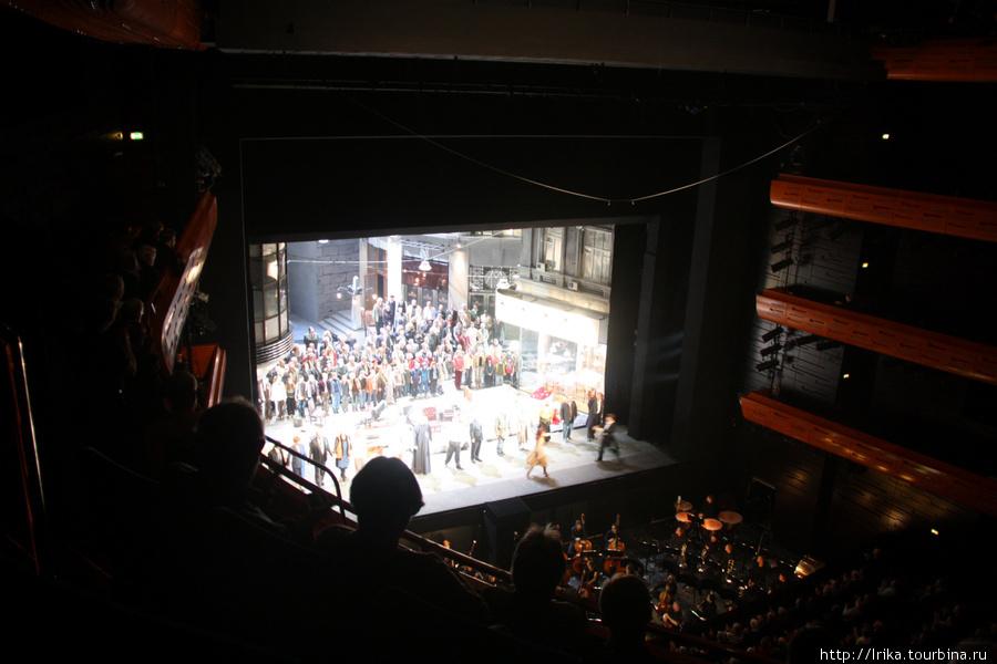 Сцена, опера