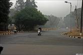 Все перекрёстки сделаны с круговым движением. Мудрое решение, индийцы не соблюдают сигналы светофоров.