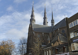 г. Эйндховен, Нидерланды. Собор Святой Екатерины рядом с жилыми домами