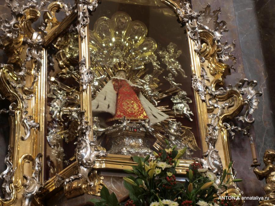Иисус младенец в костеле Девы Марии Торжествующей