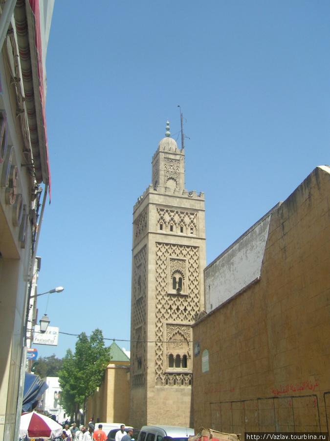 Минарет мечети