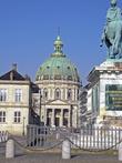 Мраморная церковь Marble, или Frederiks Church. Говорят, во время строительства у короля подзакончились деньги, тогда решили строить не высоко, но с большим куполом. По идее, второй по величине купол Европы.