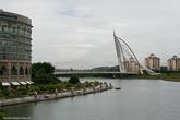 Мост фотогеничен с любого ракурса.