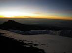 Только забрезжил рассвет. Мы на высоте больше 5800 м.