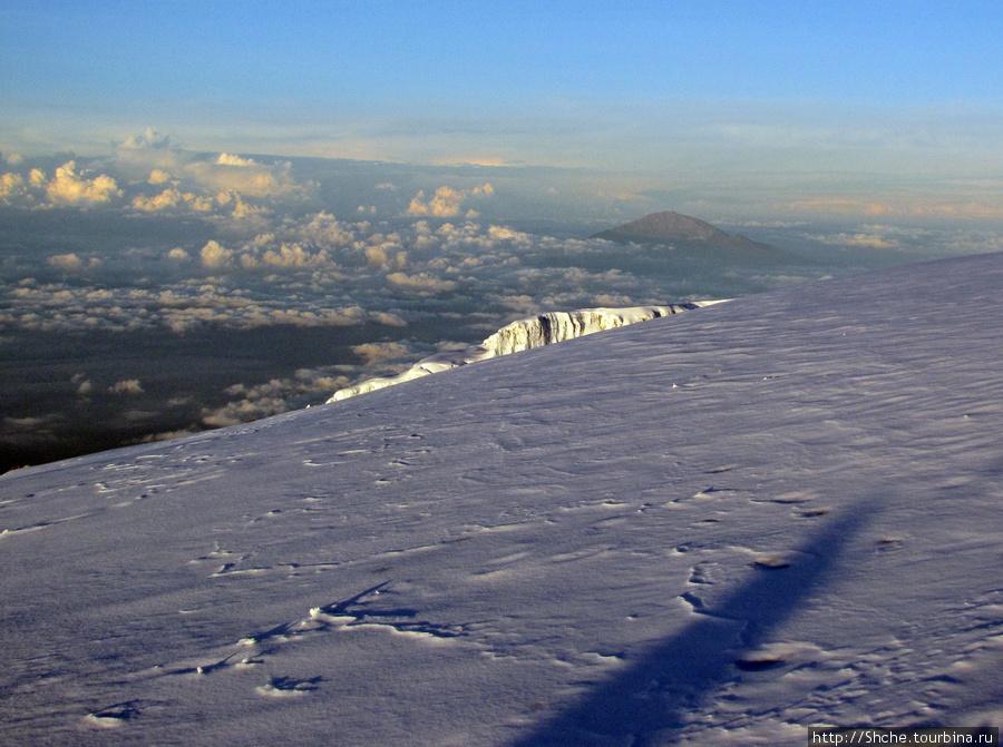 Вид с Килиманджаро на Меру. Мы там были меньше недели назад.