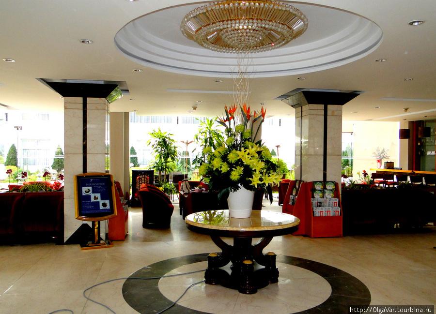 Холл отеля в первом корпусе