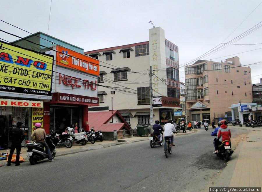 Отель Xuan Huang — расположен в районе, похожем на другие типичные вьетнамские города