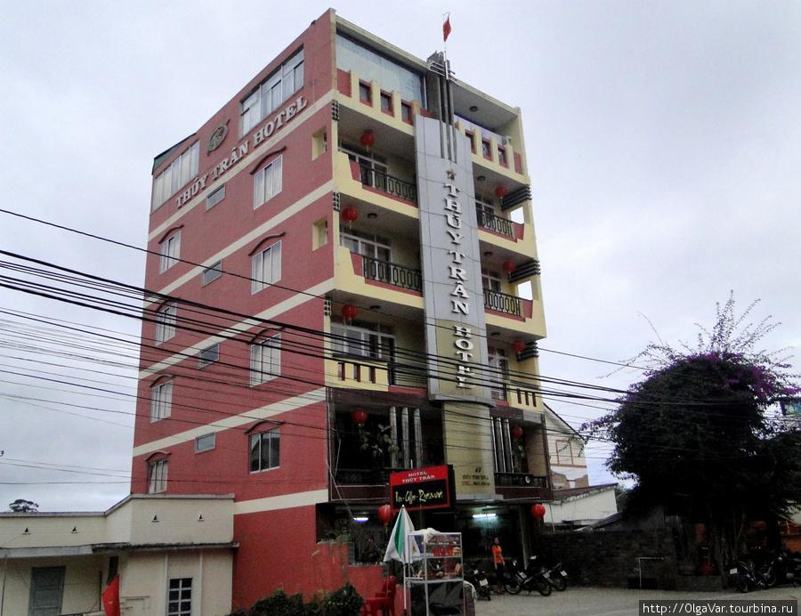 Отель Thuy Tran — стоит на горке, так что другие здания вид не загораживают