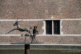 г. Тюрнхаут, Бельгия. Замок герцогов Барбанта (12 век). Скульптура охотника