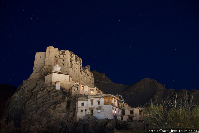 Королевский дворец г.Лех ночью