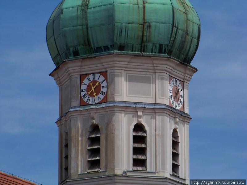 Часы на колокольне собора St. Jacob