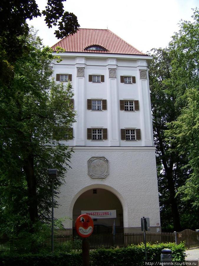 Башня возле замка