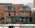 В центре сохранились дома 19 века. Город сравнительно молодой.
