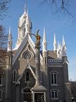 Загадочная церковь внутри комплекса. Когда и зачем открыта мы так и не поняли. Но внутрь все равно не мормонов в их церкви не пускают.