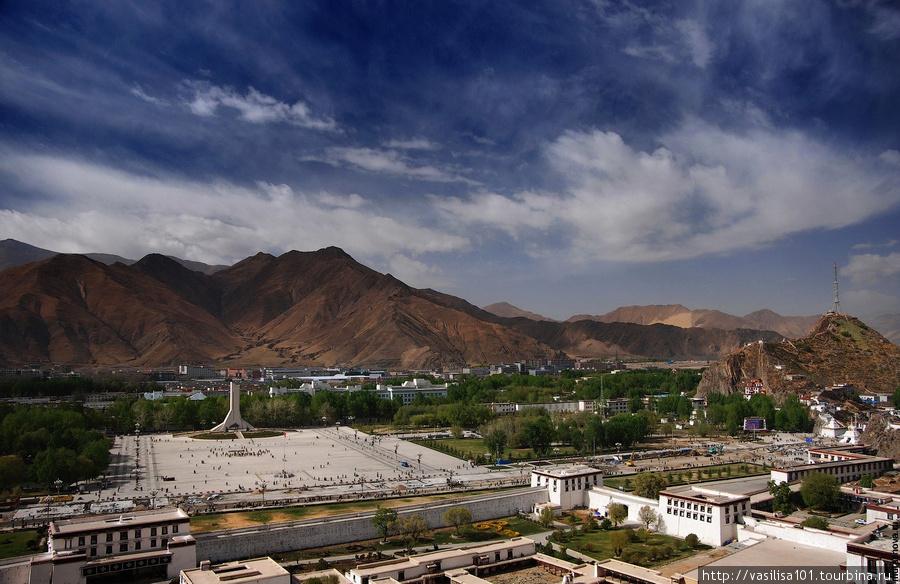 Вид на площадь перед Пота