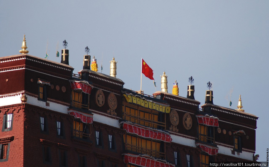 Красный флаг на Потале