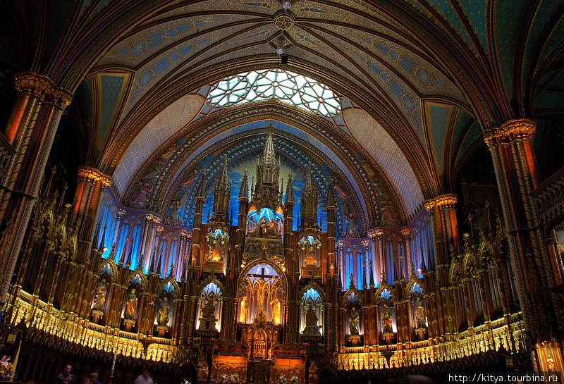 В базилике Нотр-дам де Монреаль