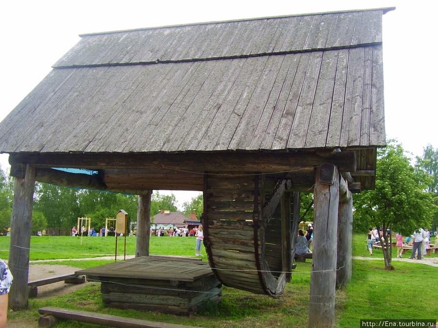 22.05.2010. Суздаль. Музей деревянного зодчества. Чудо-колодец