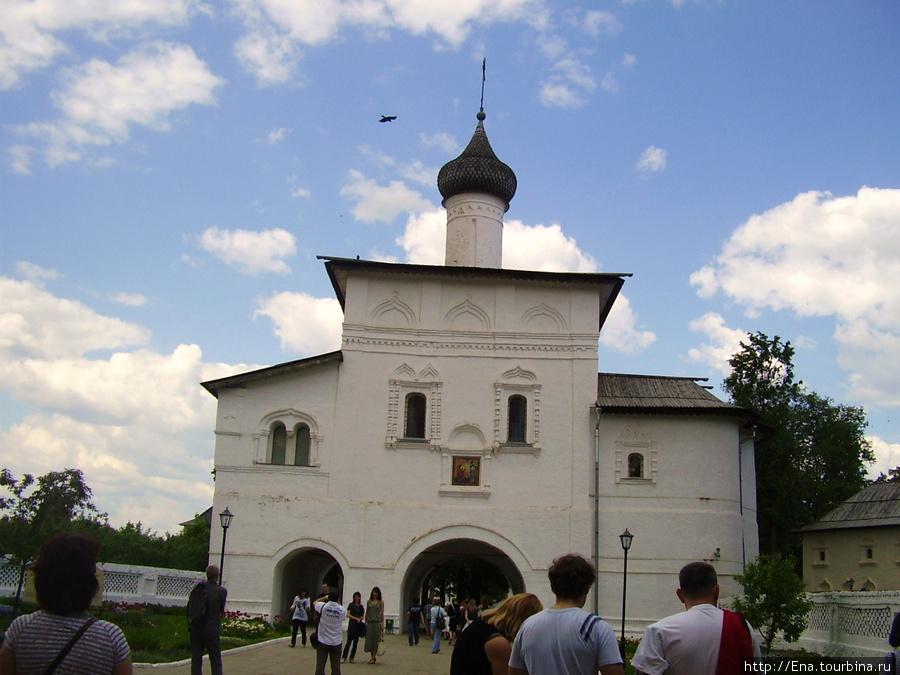 22.05.2010. Суздаль.  Спасо-Евфимиев монастырь. Никольская надвратная церковь