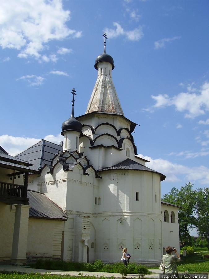 22.05.2010. Суздаль.  Спасо-Евфимиев монастырь. Успенская церковь с трапезной