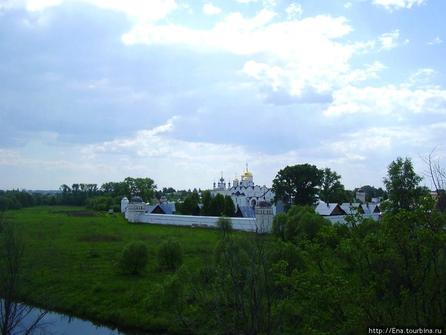 22.05.2010. Суздаль.  Вид на Покровский монастырь
