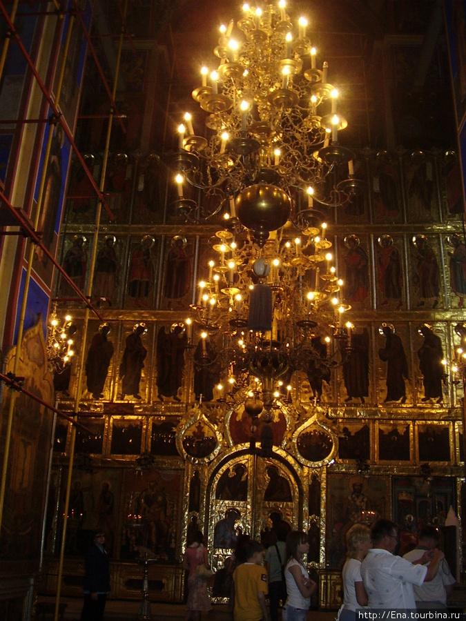 22.05.2010. Суздаль. Кремль. В Рождественском соборе