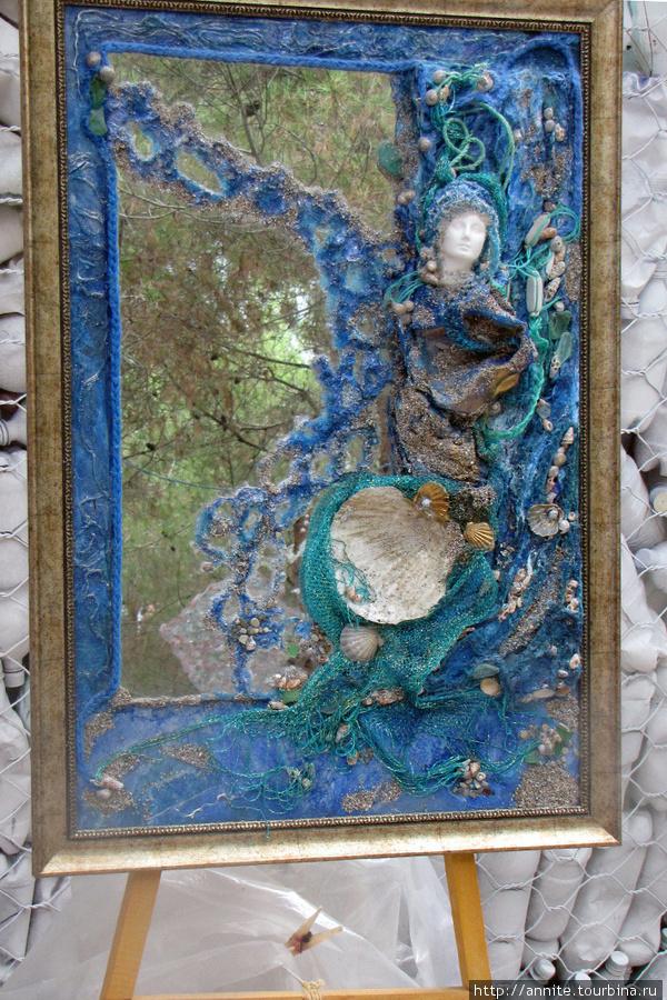 Берегиня. Зеркало. Материалы: пенопласт, старая рыболовная сеть.