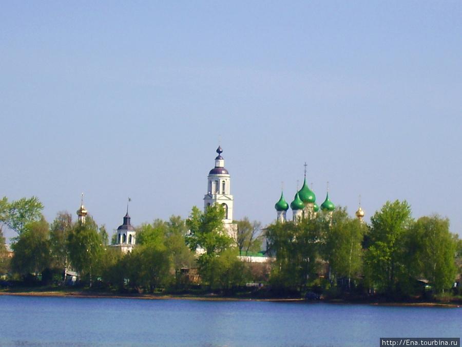 11.05.2008. Поездка на Толгу. Нас приветствует белокаменный монастырь