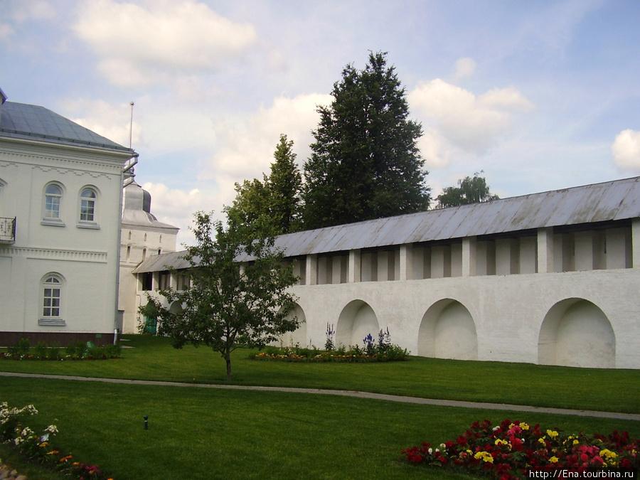 12.07.2009. Толгский монастырь. Монастырская стена