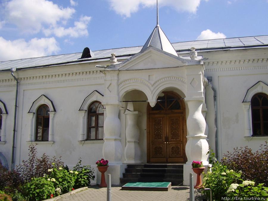 12.07.2009. Толгский монастырь. Трапезная