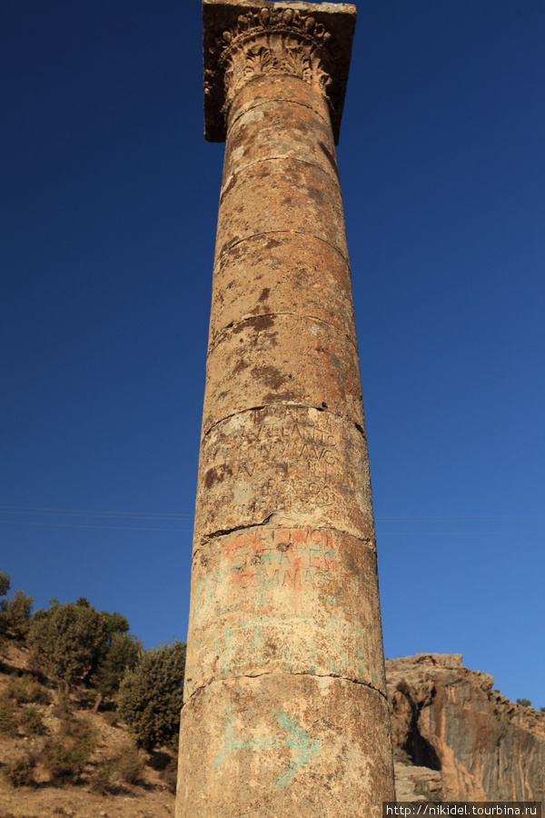 колонны на мосту сохранились с момента возведения