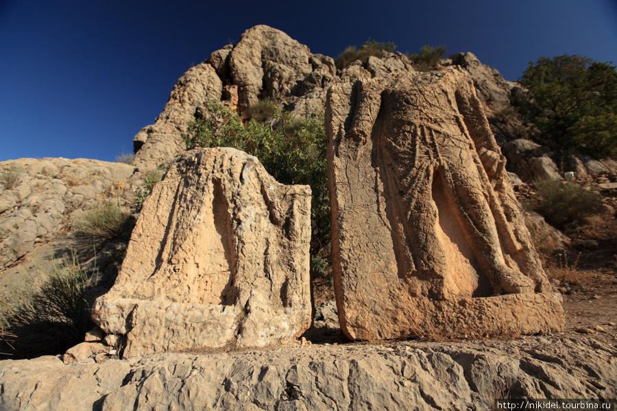 стеллы в Арсамии (Митридат и Антиох)