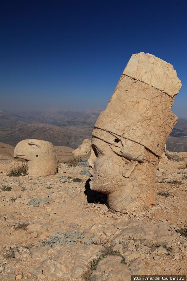 восточная терраса святилища на Немрут Даги — голова Антиоха