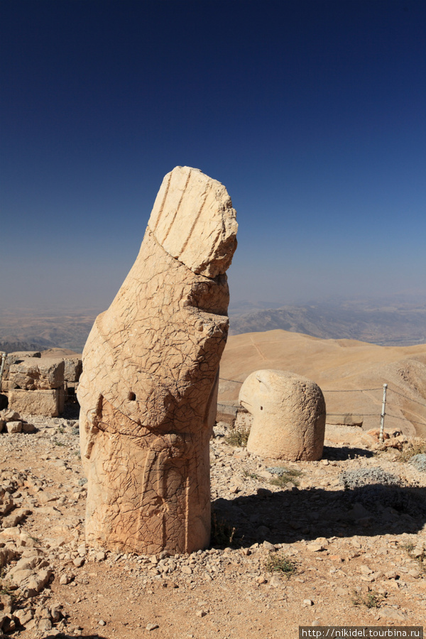 восточная терраса святилища на Немрут Даги