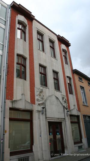 г. Синт-Никлас, Бельгия.  Народный дом (Volkshuis) был построен в 1925-1927 годах. Здесь раньше размещались Социалистическая партия Бельгии и рабочие профсоюзы. В 1928 г. здесь был открыт  первый кинотеатр в городе