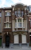 г. Синт-Никлас, Бельгия. Уникальная старинная улочка De Monseigneur Stillemansstraat. Здесь каждый дом выстроен в стиле Арт-деко. В 2002 году каждый дом на этой улице был отреставрирован, и охраняются как памятники архитектуры. А сама улица является охраняемым памятником городского пейзажа. На фотографии дом № 32.