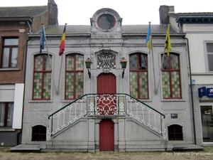 г. Синт-Никлас, Бельгия. Ратуша пригородного городка у Синт-Никласа. Была построена в 1767 году. В 1943 году была отреставрирована и охраняется как памятник архитектуры.