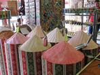 Кроме rize в Турции продают массу фруктовых и цветочных чаев. В качественных смесях не должно быть ни сахара, ни каких-либо красителей. Турок, у которого я покупала свою шелковицу и гранат, посоветовал залить порошок остывшим до 90°C кипятком из расчета одна чайная ложка чая на 200 мл воды и дать настояться в течение 10-15 минут. Пьют такие чаи и горячими, и холодными. Но, по моему скромному мнению, фруктовые чаи — это всё-таки для туристов, а местные жители пьют только черный.