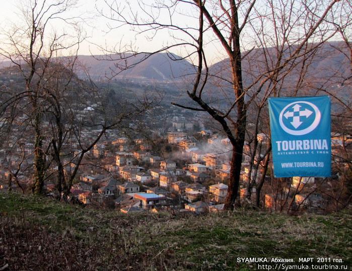 Конечным пунктом нашего мартовского маршрута был город Абхазии Сухум.  Вид на город с горы, на которой стояла крепость.