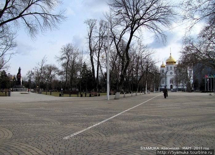 Улица Красная и Екатерининский сквер.