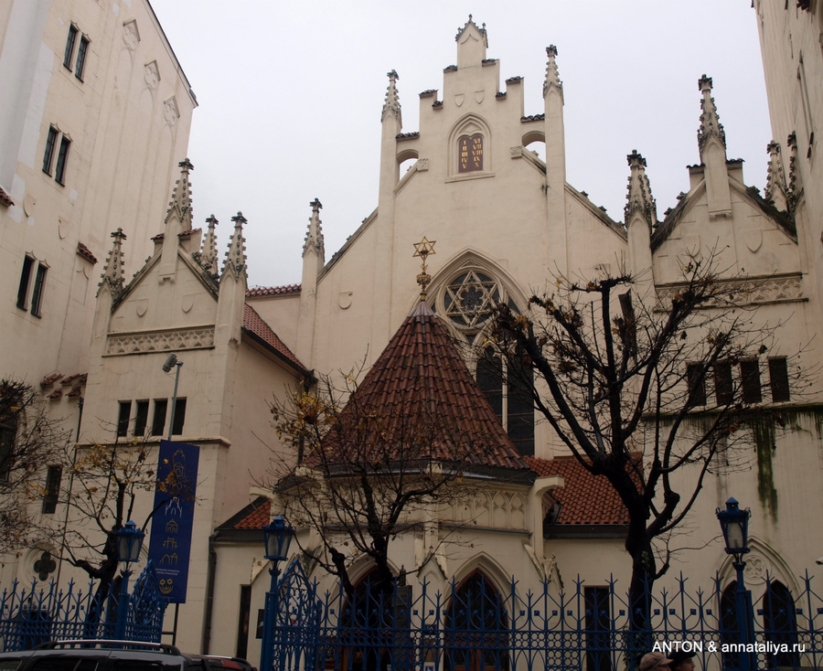 Одна из синагог в Йозефове