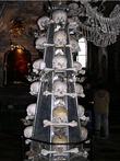 В центре Костницы были поставлены четыре обелиска, символизирующих лучи света в ночной тьме, т.е. надежду.