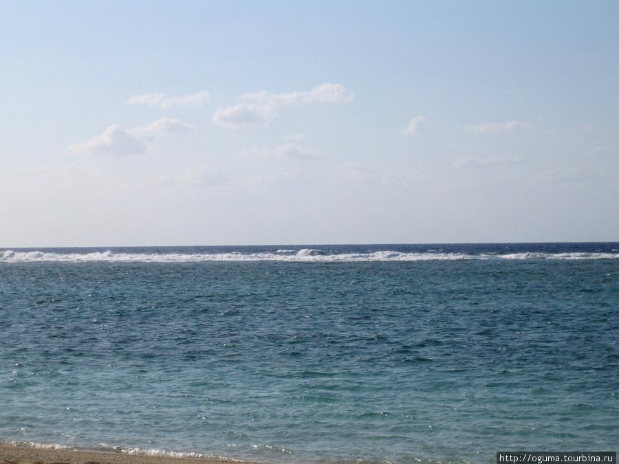 Там где белый гребень, там заканчивается коралл и мелководье.