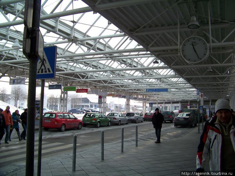 Стоянка такси возле аэропорта